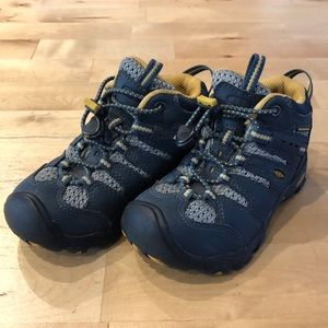Keen hiking boots for toddler or little kid